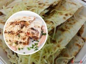 Quesadilla's (csípős salsa és fűszeres tejföl öntettel)